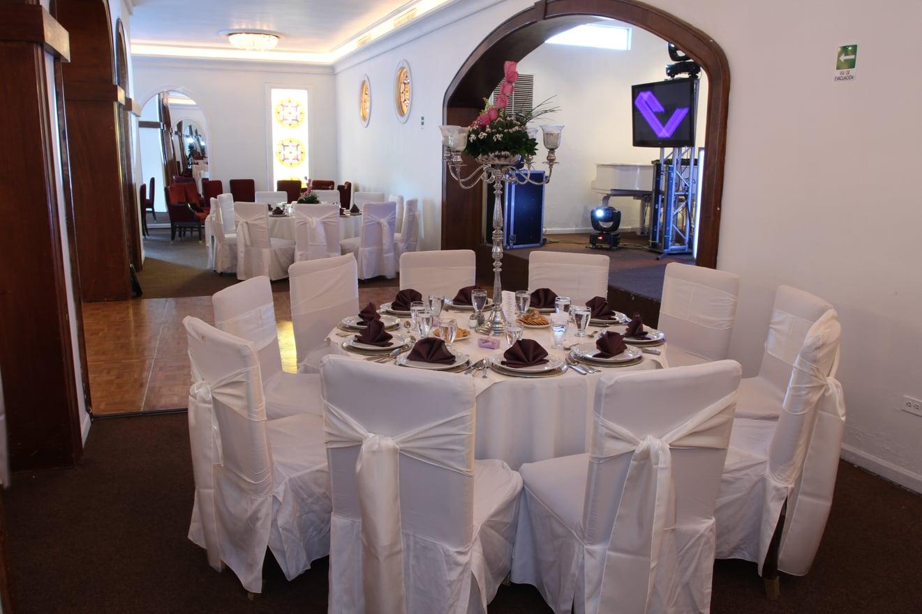 Sal n espejos residence eventos for Espejos horizontales para salon